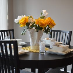 dining-table-1348717_1920
